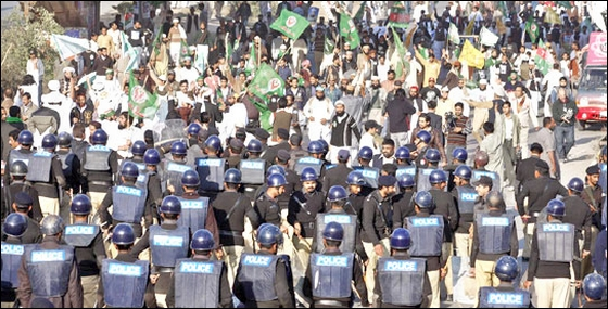 The workers of Sunni Tehreek (ST) arriving on board Khyber Mail were arrested at Rawalpindi Railways station. — File Photo