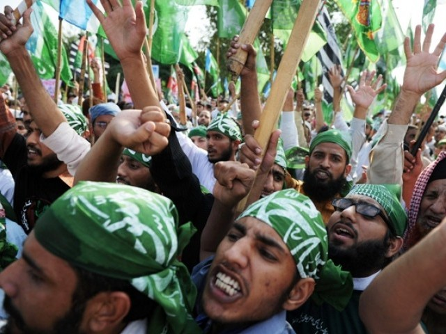Sunni Ittehad announces 'Remove government' train march on Nov 21. PHOTO: AFP