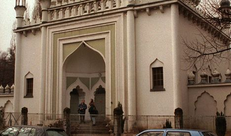 The entrance to the Ahmadiyya mosque. Photo: DPA