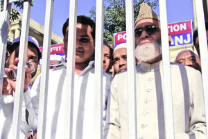 Shahi Imam Bukhari detained fearing violence.