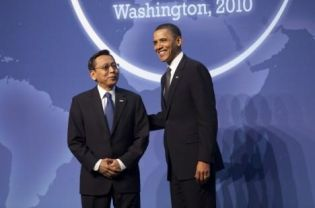 Indonesian Vice President Boediono, left, with United States President Barack Obama at the Nuclear Security Summit in Washington DC in April. In the strongest comments by a senior politician yet against creeping radicalism, Boediono said the country must not abandon the basic principle that guarantees religious freedom for all. (EPA Photo)