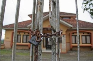 The Khasanah Kautsar orphanage in Tasikmalaya, West Java, was sealed off by the government on Dec. 18. Tasikmalaya Mayor Syarif Hidayat said the lock-up was at the public's request. (JG Photo/Nivell Rayda)