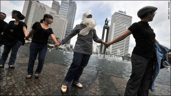 Indonesians hold hands together in Jakarta on January 7 to condemn the bloody religious clash which claimed three lives.