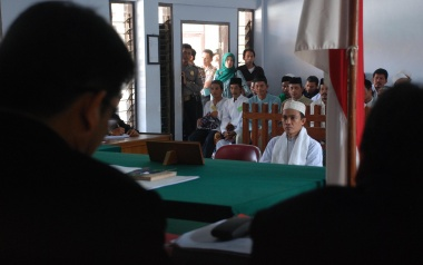 Firebrand trial: Judges overrule an objection last week from defendant Ujang against charges of battery and inciting hatred in the deadly attack against an Ahmadiyah minority sect in Cikeusik, Pandeglang regency, Banten. Antara/Asep Fathulrahman