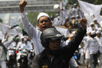Ahmadiyah leaders said they feared the worst after a court last week handed down sentences of only a few months in jail to hardliners who killed three sect members in a vicious mob attack. -- PHOTO: REUTERS