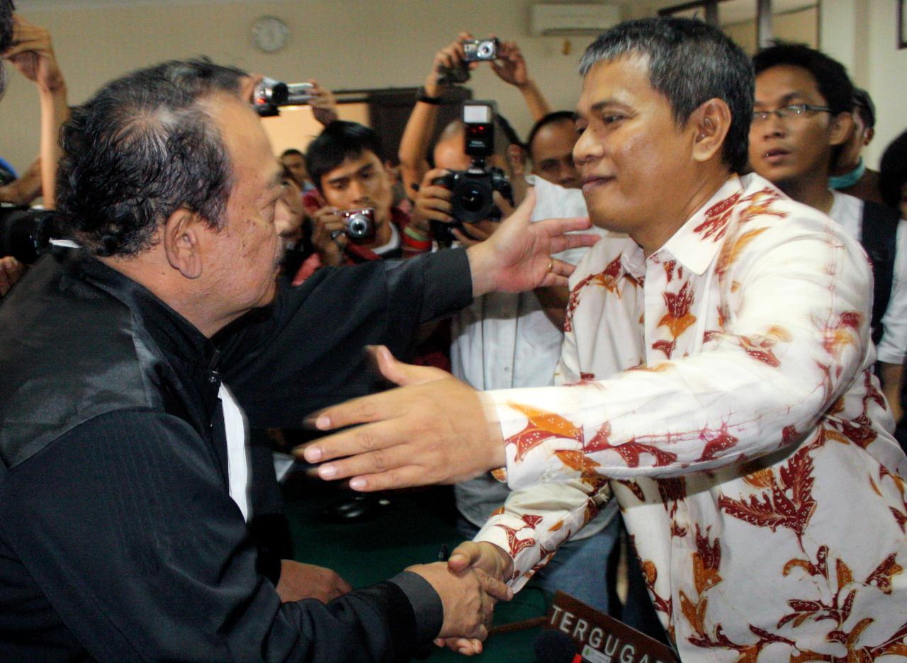 Member of Ahmadiyah sect Deden Sudjana, right, is greeted by his lawyer Nurcholis Hidayat, after the judge delivered his verdict during his trial at a district court in Serang, Banten, Indonesia, Monday, Aug. 15, 2011. The man injured when Muslim hard-liners attacked members of his minority Islamic sect was sentenced Monday to six months in jail, more than some of the actual attackers. (AP Photo)