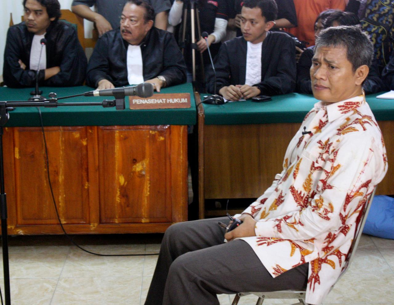 Member of Ahmadiyah sect Deden Sudjana, sits on the defendant's chair during his trial at a district court in Serang, Banten, Indonesia, Monday, Aug. 15, 2011. The man injured when Muslim hard-liners attacked members of his minority Islamic sect was sentenced Monday to six months in jail, more than some of the actual attackers. (AP Photo)