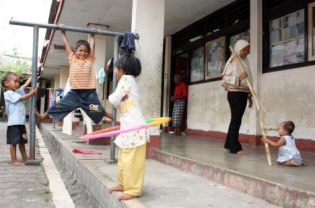 Ahmadi children playing at the Transito shelter in Mataram, Lombok, in September this year. (Antara Photo)